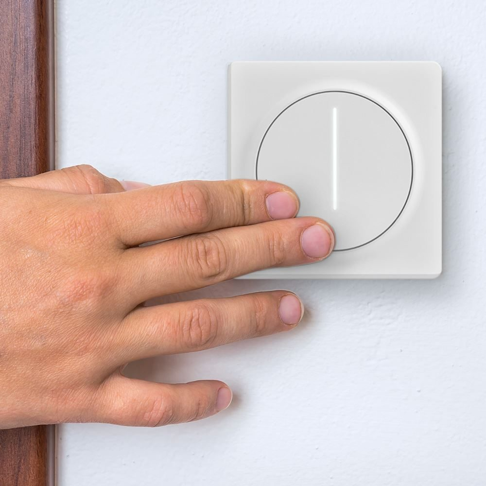 Intelligent Wi-Fi Controlled Dimmer Switch